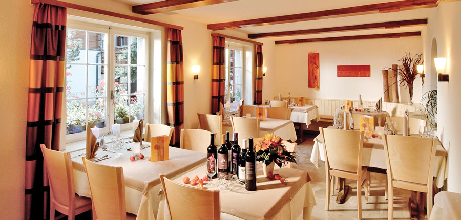 Switzerland_Saas-Fee_Hotel-Park_Dining-room.jpg